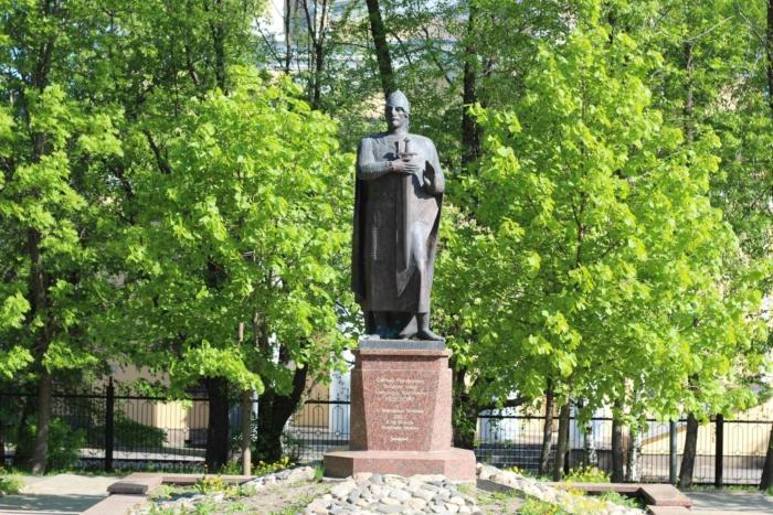 pamyatnik-aleksandru-nevskomu-700x467