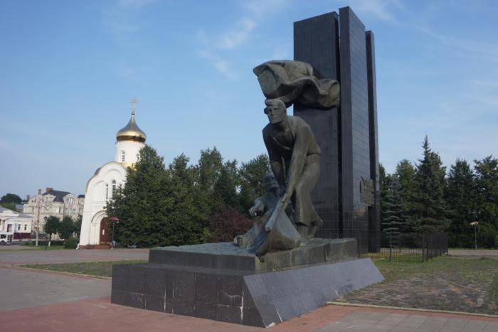 pamyatnik-bortsam-revolyutsii-1905-goda-700x467