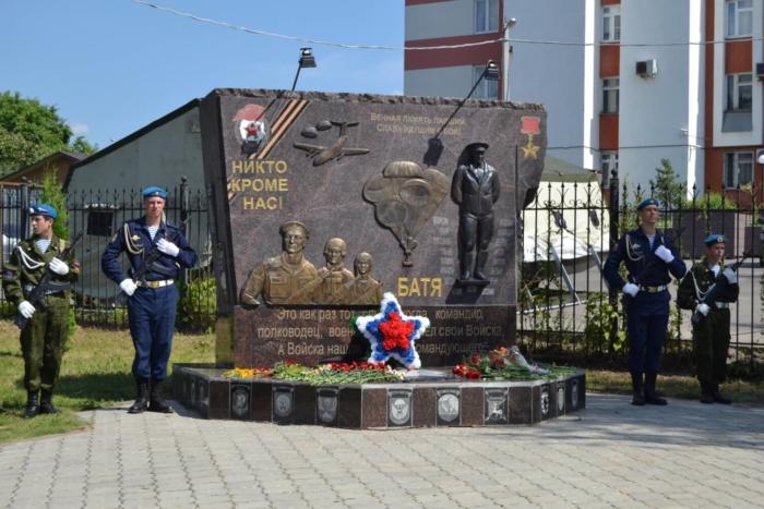 pamyatnik-generalu-vf-margelovu-700x467