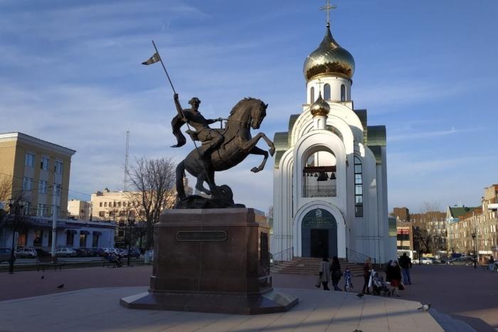 pamyatnik-georgiyu-pobedonostsu-700x467