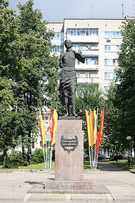 pamyatnik-oa-varentsovoj