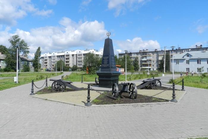 pamyatnik-olonetskim-polkam-i-narodnym-opolcheniyam-russkoj-armii-700x467