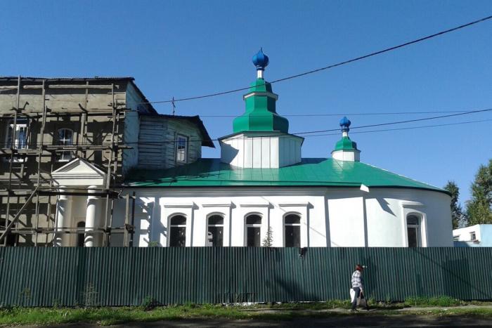 pokrovskaya-tserkov-700x467