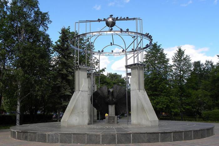 ptitsa-schastya-700x467