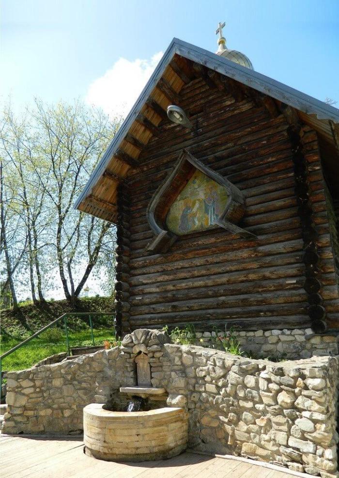 rodnik-trifonova-monastyrya-700x986