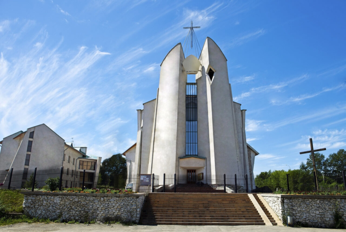 sobor-neporochnogo-serdtsa-bozhiej-materi-700x469