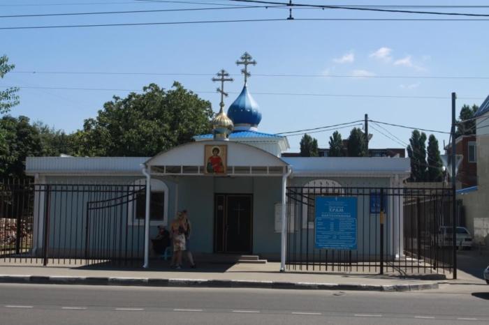 svyato-panteleimonovskij-hram-700x466