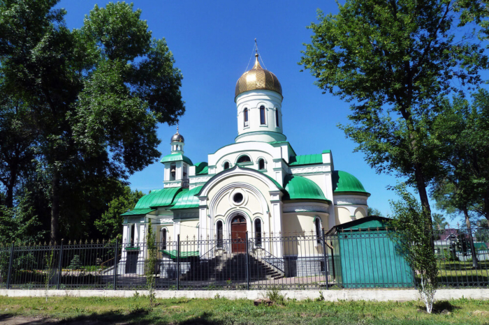 tserkov-aleksandra-nevskogo-700x466