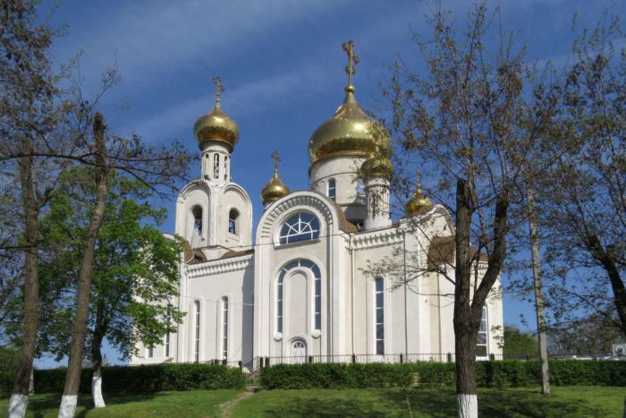 tserkov-dimitriya-rostovskogo-700x467