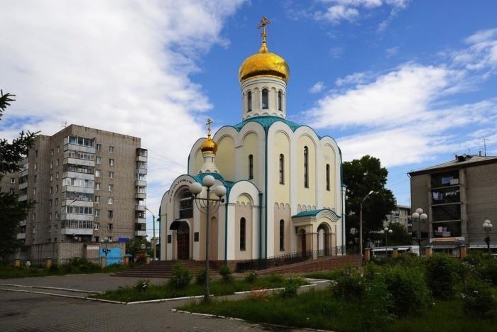 tserkov-luki-apostola-pri-dorozhnoj-klinicheskoj-bolnitse-700x468
