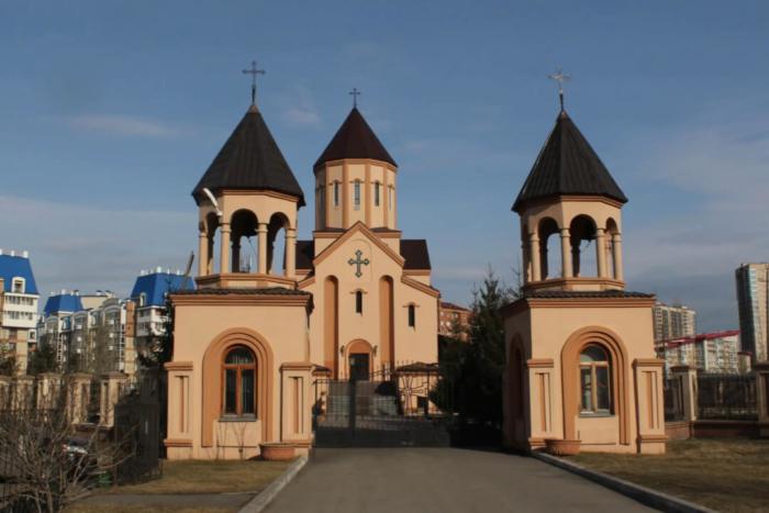 tserkov-svyatogo-sarkisa-700x467