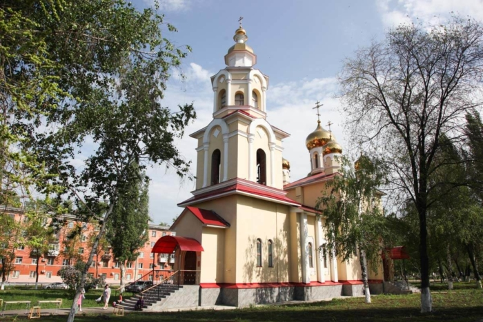tserkov-zhen-mironosits-700x467