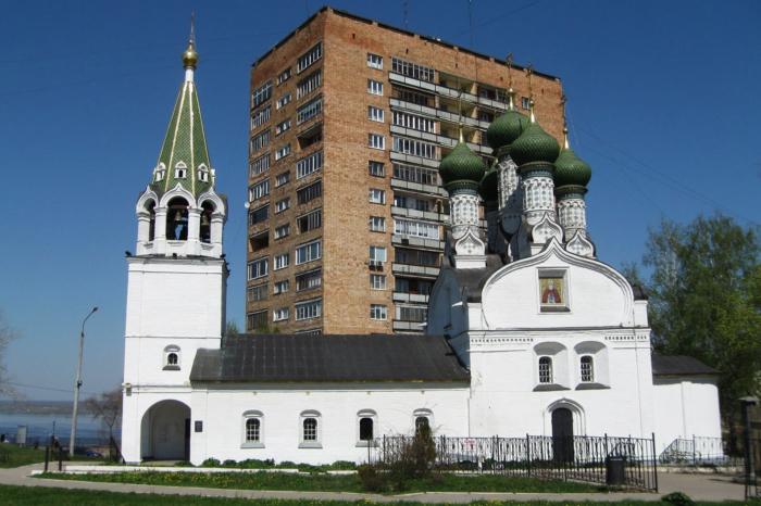 uspenskaya-tserkov-na-ilinskoj-gore1-700x466