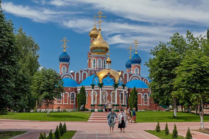 voskresenskaya-tserkov-700x467
