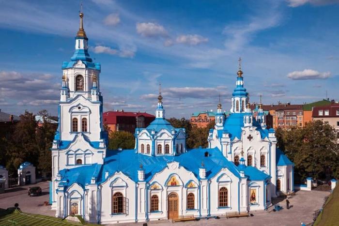 znamenskij-kafedralnyj-sobor-700x467