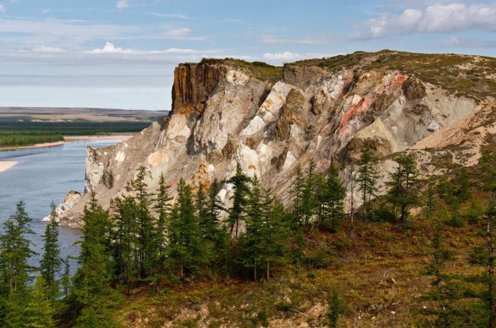 geologicheskie-obnazheniya-pestrye-skaly-700x463