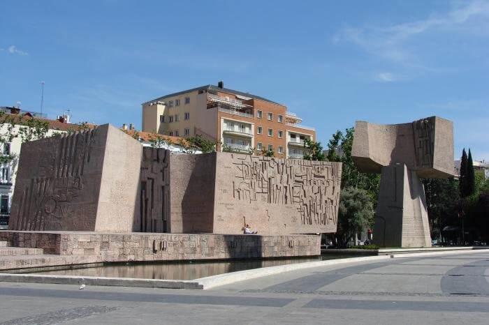 monument-otkrytiyu-ameriki-700x466