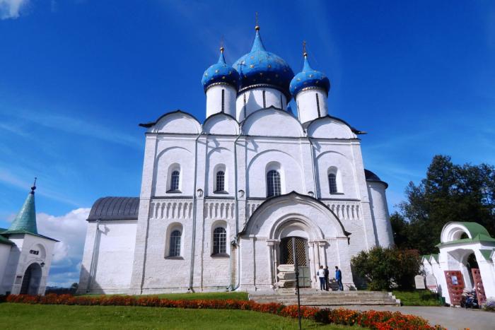 bogoroditse-rozhdestvenskiy-sobor-700x467