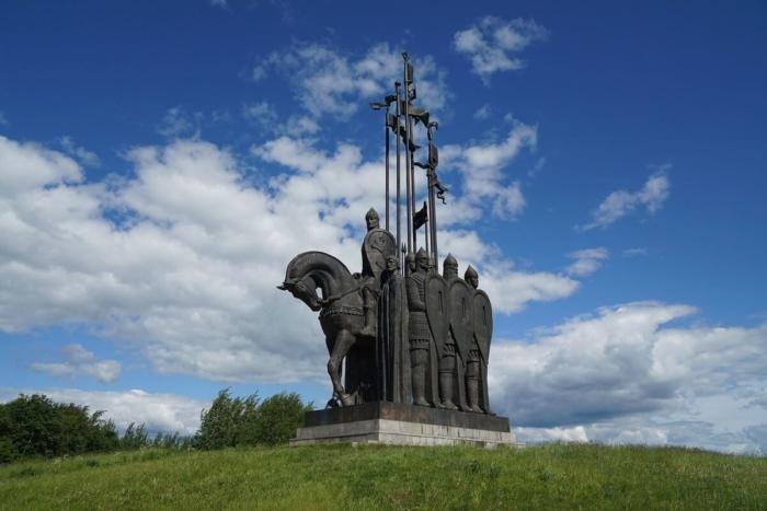 monument-ledovoe-poboische-700x467