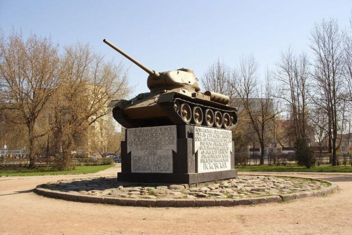 pamyatnik-tank-t-34-700x467