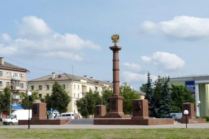 stela-gorod-voinskoy-slavy-700x466