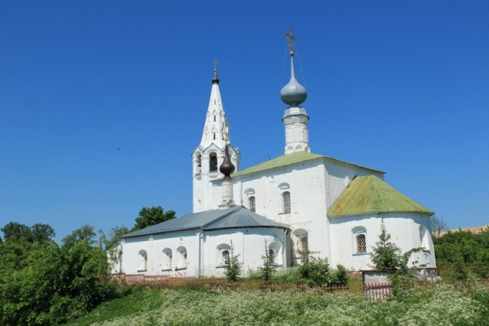 tserkov-kosmy-i-damiana-700x467