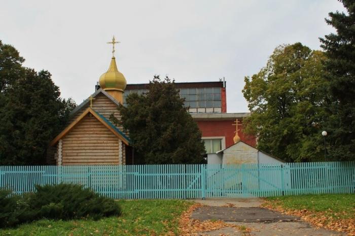 hram-aleksandra-nevskogo-700x465