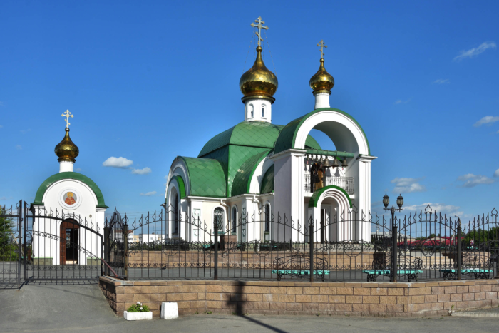 hram-knyazya-vladimira-700x467