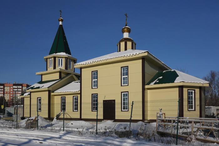 hram-ksenii-peterburgskoi--700x466