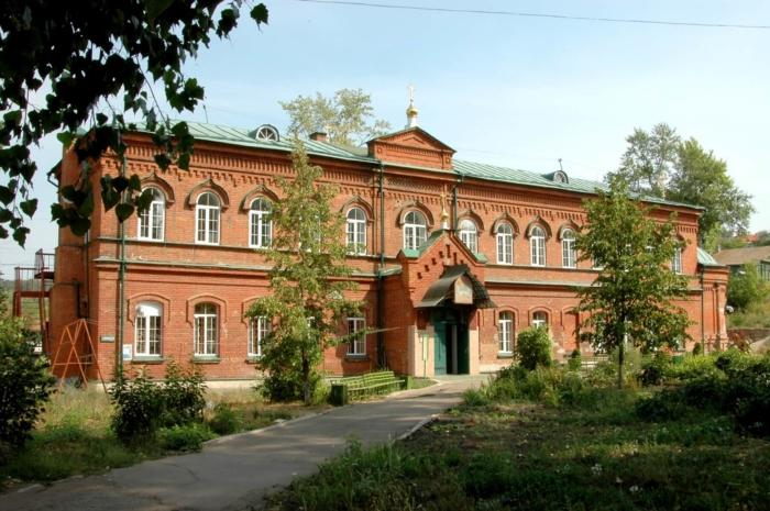 hram-soshestviya-svyatogo-duha-na-apostolov-700x465