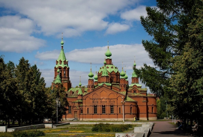 hrama-aleksandra-nevskogo-700x473