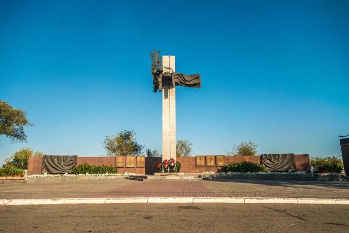 memorialnyy-kompleks-pamyati-pavshih-v-gody-voyny-700x467