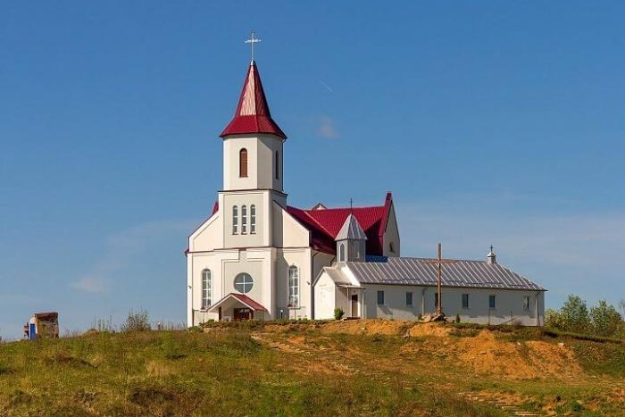 budslavskii-kostel-700x467