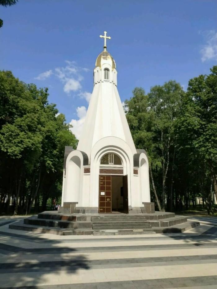 chasovnya-vseh-svyatyh-700x933