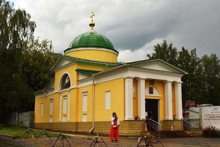 hram-chasovnya-nikolaya-chudotvortsa-pri-stroyaschemsya-hrame-bozhei-materi-vsetsaritsa-700x467