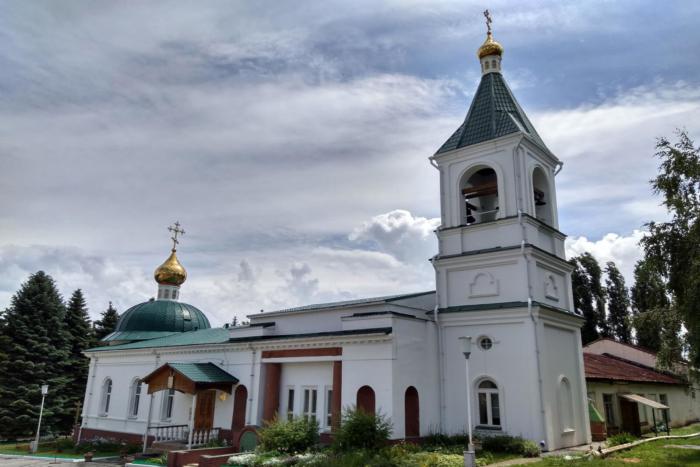hram-dimitriya-solunskogo-700x467
