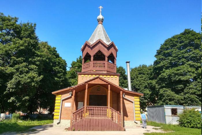 hram-lazarya-chetverodnevnogo-700x467