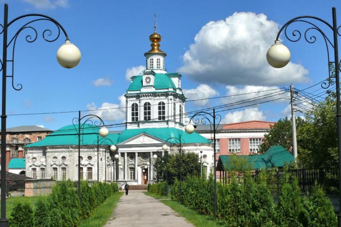 hram-muchenikov-flora-i-lavra-700x467