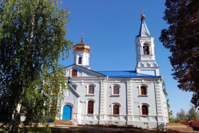 hram-pokrova-presvyatoi-bogoroditsy-1-700x467