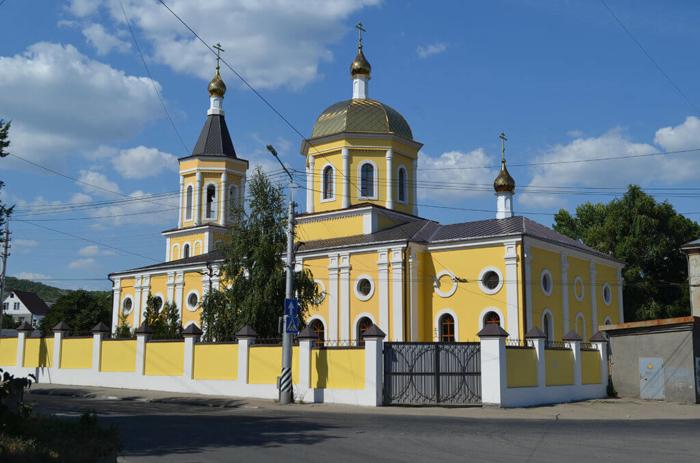 hram-rozhdestva-hristova-700x463