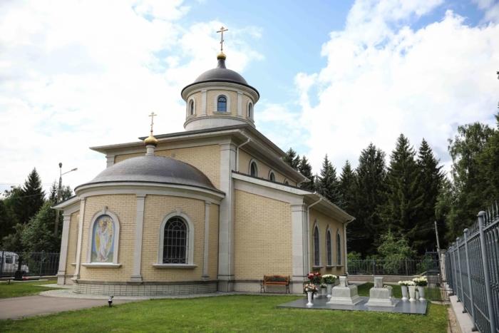 hram-smolenskoi-ikony-bozhiei-materi-700x467
