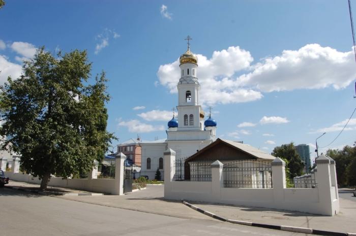 hram-soshestviya-svyatogo-duha-700x465