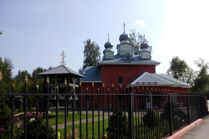 hram-svyaschennomuchenika-andronika-700x467