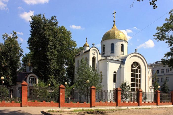 hram-svyatitelya-aleksiya-700x467