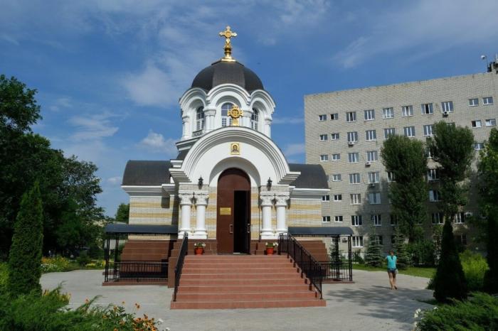 hram-svyatitelya-luki-700x466
