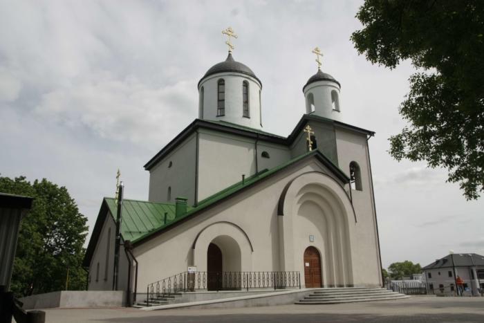 hram-svyatoi-zhivonachalnoi-troitsy-700x467