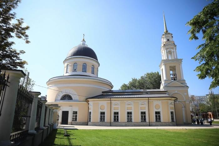 hram-svyatyh-pervoverhovnyh-apostolov-petra-i-pavla-700x467