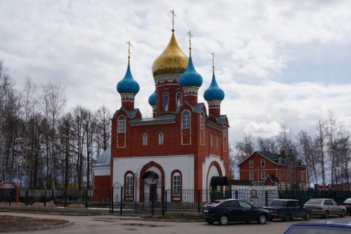 hram-tsarstvennyh-strastoterptsev-1-700x467