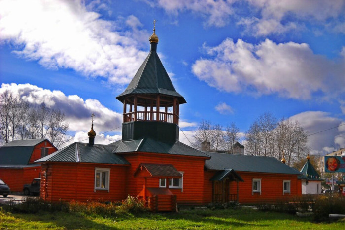 hram-tsarstvennyh-strastoterptsev-700x467