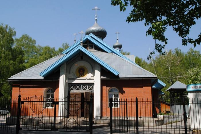 hram-uspeniya-bogoroditsy-700x467